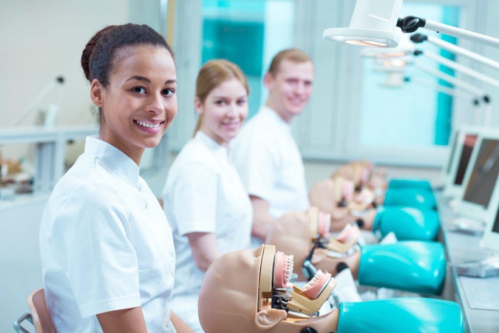 estudantes de ortodontia