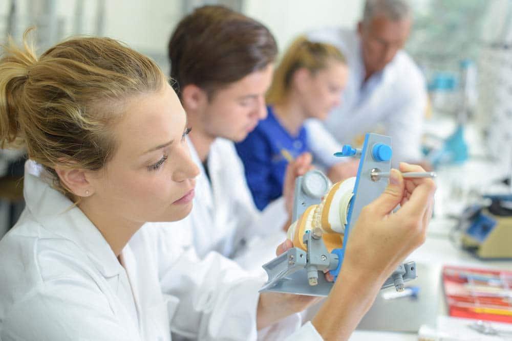 Faça cursos para ser diferenciado na odontologia